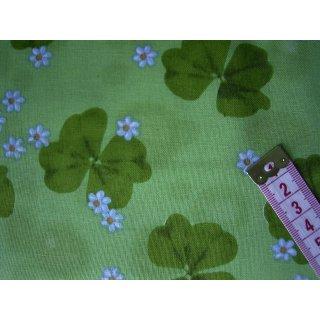 Baumwollstoff grün mit Kleeblatter und Blumen