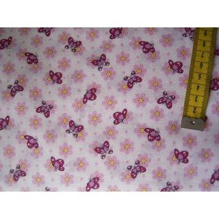 Weißer Baumwollstoff mit rosa und pinken Schmetterlingen und Blümchen