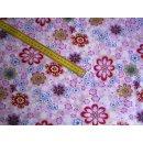 Rosa-farbener Baumwollstoff mit bunten Blumen